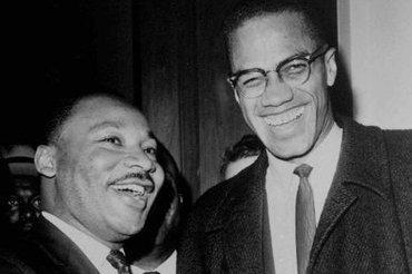 """""""Auch wenn Malcom, X erst zwei Jahrhunderte nach Gründung der Vereinigten Staaten in Erscheinung trat, gelang es ihm doch, ebenso wie Martin Luther King und Präsident Obama, das Prinzip, auf dem unsere Nation gegründet wurde – dass alle Menschen gleich erschaffen wurden – glaubhafter zu machen"""", schreibt Muqtedar Khan."""
